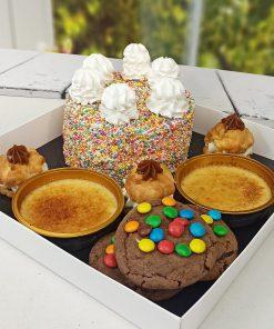 מארז קינוחים מפנק ללא גלוטן עוגת שוקולד, קרם ברולה, פחזניות ועוגיות אמסטרדם