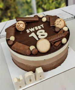 """עוגת טריקולד מעוצבת קוטר 24 ס""""מ ללא גלוטן   פינובייקרי"""