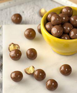 Delishios – חטיף כדורים מצופים שוקולד חלב ללא גלוטן | Schar