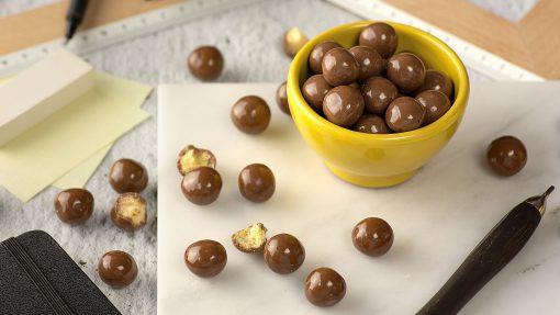 Delishios – חטיף כדורים מצופים שוקולד חלב ללא גלוטן   Schar